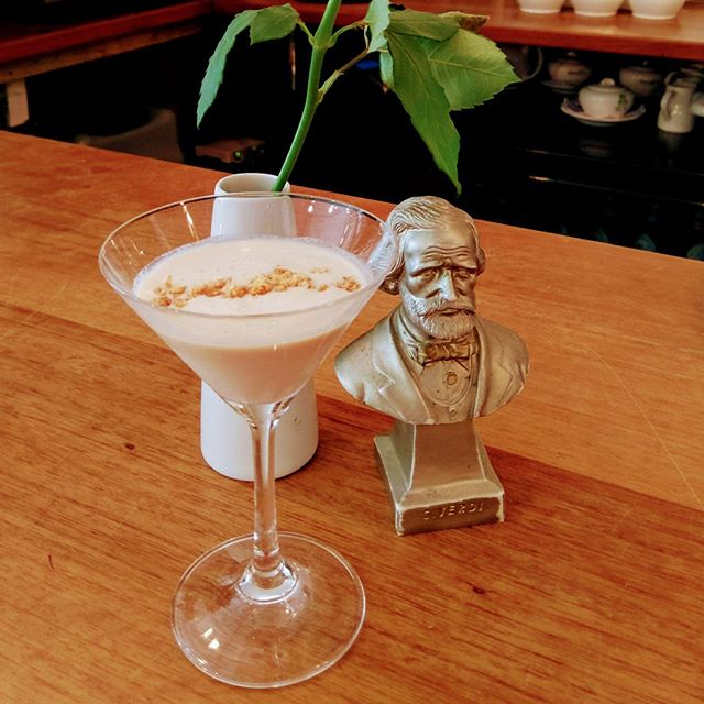 Coming soon.  Verdis after dinner Cocktail.  Baileys Cream, Amaretto Liquor and Double Cream with crunch amaretto biscuit on the top.  Delicious.  #verdislondon #restaurant #top #cocktails #afterdinner #drinks #baileys #amaretto #biscuit #delicious #amazing #cool #sculpture 😊