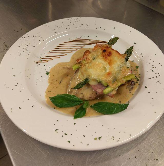Chicken Breast with cooked ham, mozzarella and asparagus in a cream brandy sauce.  #verdi #verdislondon #food #foodporn #foodoftheday #chef #marcio #restaurant #london #shoreditch #bethnalgreen #stepneygreen #picoftheday