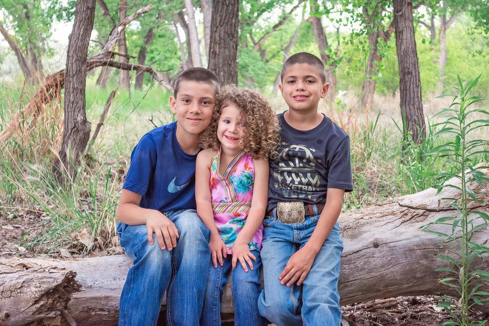 © Nicole Bradshaw Photography 2018; Los Lunas River Park, Family portraits, outdoor portrait session in New Mexico, children's portraits, Fall portraits in New Mexico; Albuquerque, New Mexico Wedding and Portrait Photographer