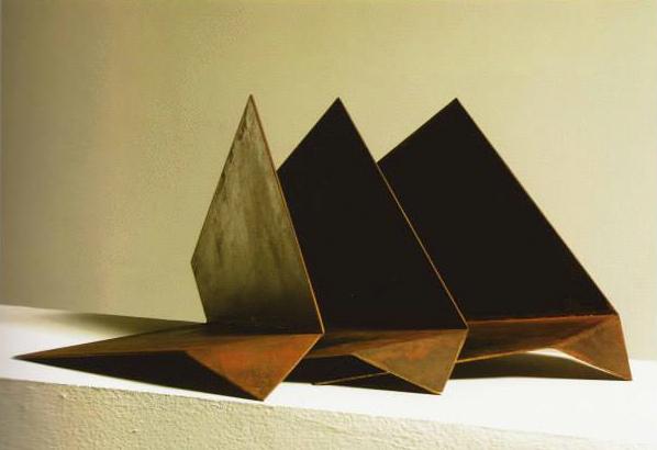 Tirón VI, 1999. Acer. 29 x 66 x 46 cm