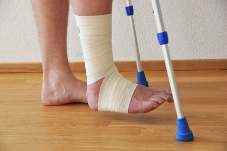 7409955_S_injured_Feet_crutches_floor.jpg