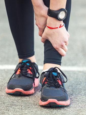 60225870_S_woman_watch_sneakers_shin_splints_hands_grabbing_leg.jpg