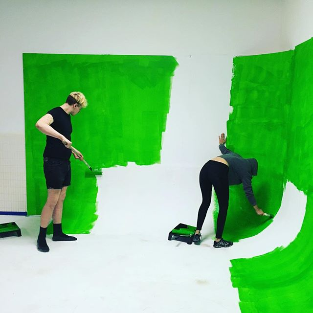 I cook like betty crocker and i look like donna reid. There's plastic on the furniture to keep it neat and clean. In the pinesol scented air, Somewhere that's green. ... ... ... ... #green #greenscreen #vr #virtualreality #littleshopofhorrors #video #videoporno #studio #studiophotography #paint #intern #musicvideo