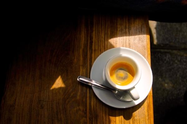 Photo d'un Espresso prise chez Fragments, 76 rue des Tournelles, 75003 PARIS.