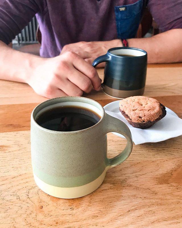 """NOUVEL ARTICLE SUR LE BLOG - lien dans la bio👇🏼 """"8 Mauvaises Raisons d'Ouvrir un Coffee Shop"""" """"Comment certaines de vos motivations peuvent devenir d'excellentes raisons de NE PAS ouvrir un coffee shop? Accrochez-vous, ce que vous vous apprêtez à lire risque de ne pas faire plaisir à votre ego. Mais si vous souhaitez réellement trouver une voie dans laquelle vous épanouir, alors mieux vaut savoir tout de suite si celle que vous vous apprêtez à suivre est faite pour vous."""" #CoffeeShop #CoffeeBlog #CoffeeLifestyle"""