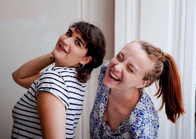 💃🏻😄💃🏼Coacher ces deux championnes de France pour les championnats du monde du café est un privilège !! Intelligentes, drôles, motivées, bosseuses et talentueuses, ce n'est pas un hasard si elles en sont là aujourd'hui.💪🏼🥇🇫🇷 Si vous ne les connaissez pas encore, retenez leurs noms, elles ne vont pas s'arrêter là ! À gauche, Adeline Kespi - @attwolines - est championne de France de Latte Art, sacrée après seulement un an et demi d'expérience en tant que barista. À droite, Caroline Noirbusson - @caro_nbs - est championne de France de la Brewers Cup (café filtre). Aujourd'hui toutes les deux chez Coutume, elles s'investissent à fond pour représenter la France dans leurs catégories respectives aux championnats du monde (au Brésil en novembre). En tout cas, je peux vous garantir qu'on ne laissera rien au hasard 😉 • Merci à @coutumecafe de m'avoir confié leur coaching et de me faire confiance pour les emmener le plus loin possible 🙏🏼 • #WLAC #WBrC #ChampionneDeFrance #BaristasEtAssocies #CoutumeCafe