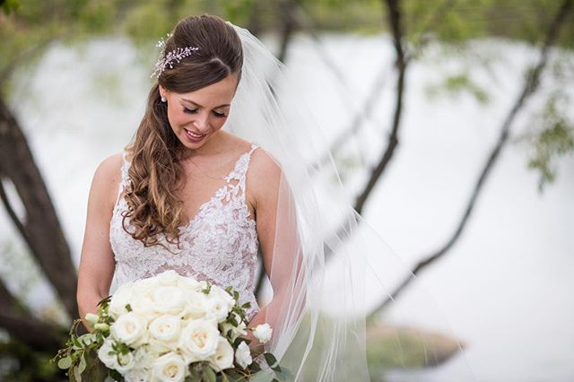 Our airbrush makeup artist, @beautynouveaux, always has the prettiest brides. Loving this @sprucemountainranch wedding. 📸 by @alison.emerick * * * * #brides #denverbrides #denverwedding #denverweddingphotographer #denverbridal #denver #luxury #denverluxury  #denverweddingmakeup #airbrush #denverairbrushmakeup #airbrushmakeup #wedcolorado #allytriolo #weddinginspo #temptu