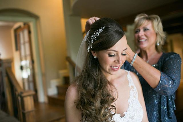 Our airbrush makeup artist, @beautynouveaux, always has the prettiest brides. Loving this @sprucemountainranch wedding. 📸 by @alison.emerick * * * * #brides #denverbrides #denverwedding #denverweddingphotographer #denverbridal #denver #luxury #denverluxury  #denverweddingmakeup #airbrush #denverairbrushmakeup #airbrushmakeup #wedcolorado #allytriolo #weddinginspo