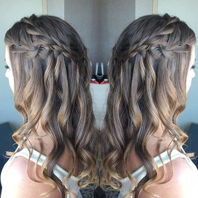 @presleehairstyle's brides are all about the half up, half down looks this year and we love them. * * * #wedding #weddinghair #weddinghairstylist #braids #bride #beauty #hairstylist #denverbride #denverbeauty #denverbraids #denverweddinghairstylist #coloradowedding #denver #colorado #coloradobride