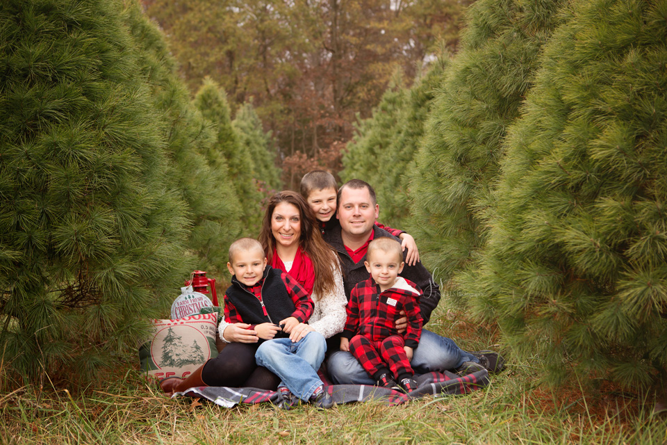 Christmas session with Jessica LS Photography at Evergreen Acres