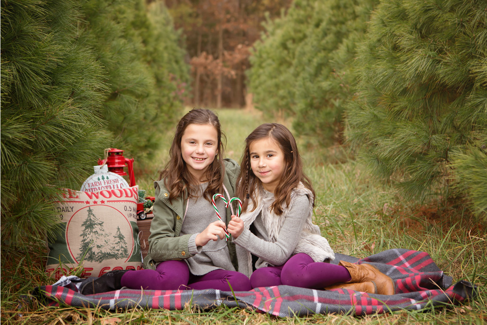 Christmas tree themed mini session with Jessica LS Photography