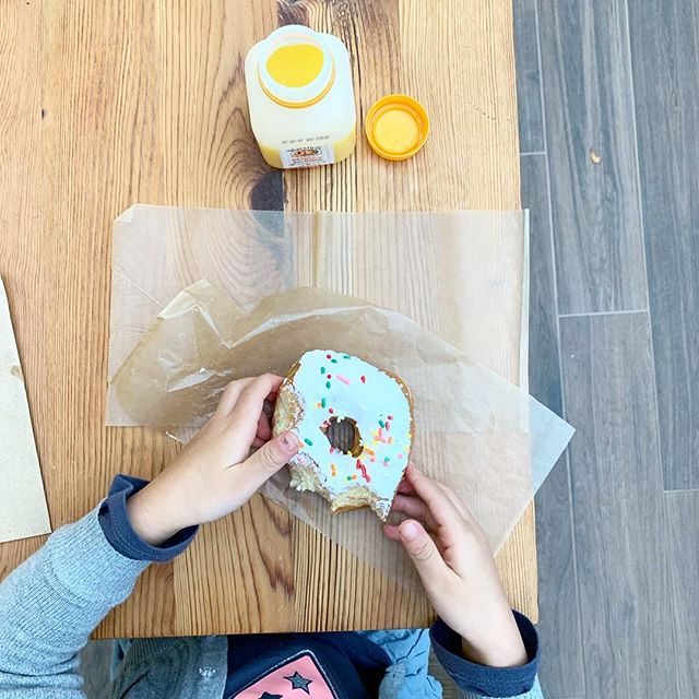 When you haven't posted in a minute, just share a sprinkle donut and everyone is happy 🙈🤷🏻‍♀️🍩 For real though, we have a problem: grocery store runs often include a quick treat. And I knooooow, you guys... all that sugar! But man, if you could see the smile and hear the giggles behind every bite 😍  #treatyoself