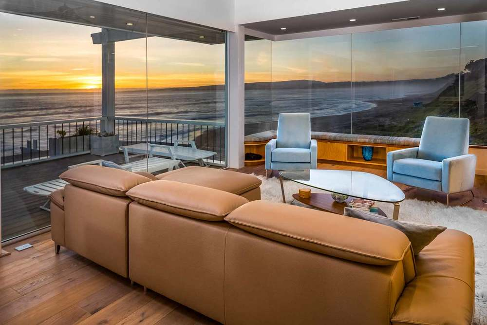 Glass Walls to Enhance Views