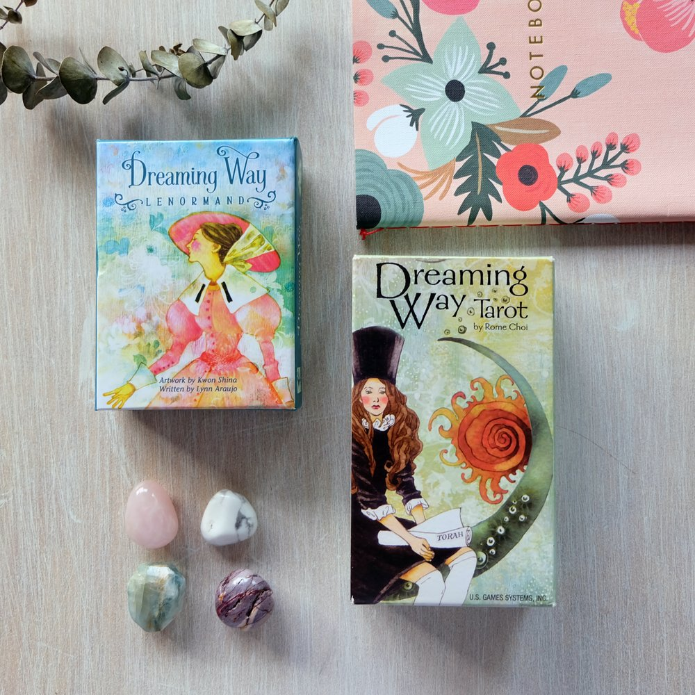 Decks used: Dreaming Way Lenormand (Kwon Shina, Lynn Araujo); Dreaming Way Tarot (Kwon Shina, Rome Choi) — both published by US Games