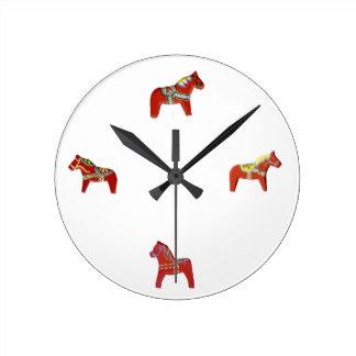 red_dala_horse_wall_clock-r08ba0e020cd34b17ad399dbeb01f6f6c_fup1s_8byvr_324.jpg
