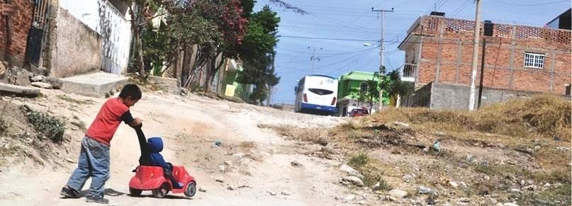 La rue comme espace de jeu, dans un quartier défavorisé de Zapopan, Mexique. Crédit : Bureau de projets stratégiques de Zapopan, 2016.