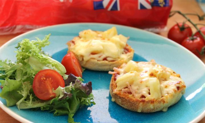 ham and pineapple pizza muffins.jpg