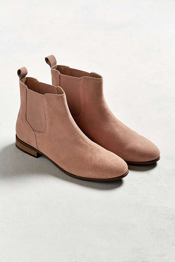 https://www.urbanoutfitters.com/shop/uo-suede-chelsea?category=mens-boots&color=066