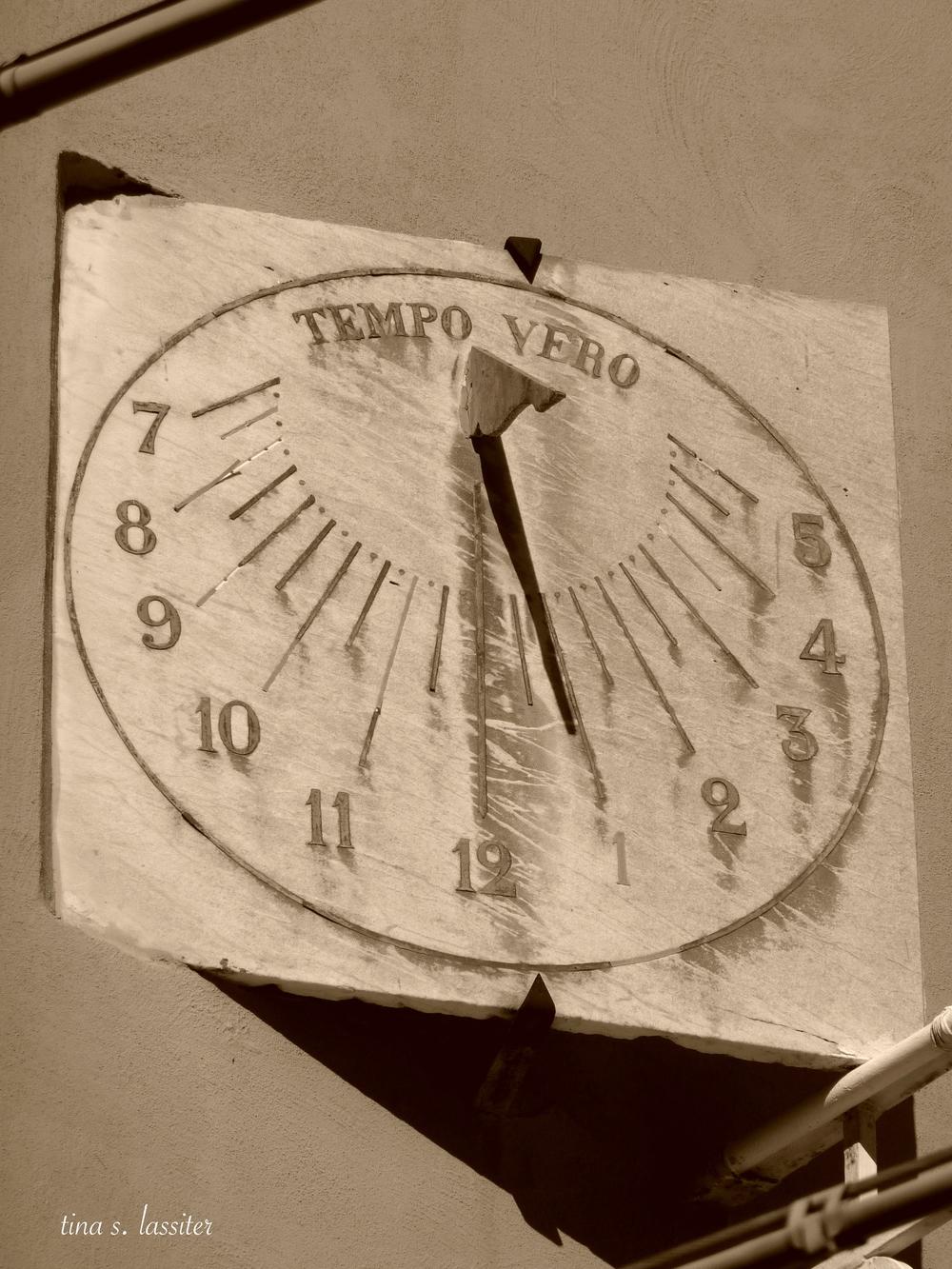 sundial in sorrento