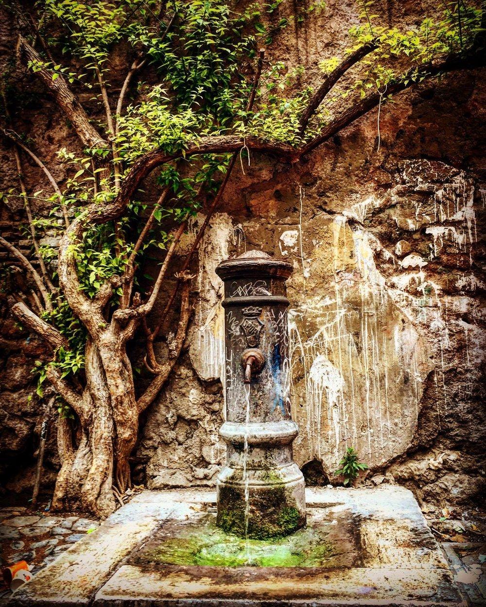 A Roman water fountain, Ph.Credits instagram.com/leonelagaleone