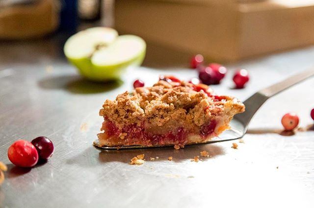 ✌🏽Love, Piece and Harmony✌🏽#CranberryAppleCrumblePie 🥧 Photo by @mike_coalburner 📸 Food Stylin' by @mega__babe 🍯