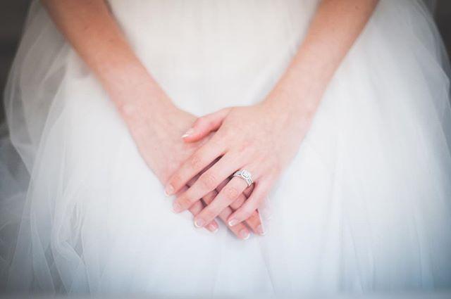 💍 📷: @chung.photog #weddingring #weddingdetails