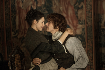 Claire and Jamie in Outlander | © Starz