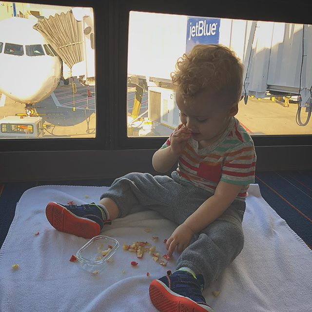 What to do when your flight is delayed? Have a snack! 🍎👶🏼👌🏻