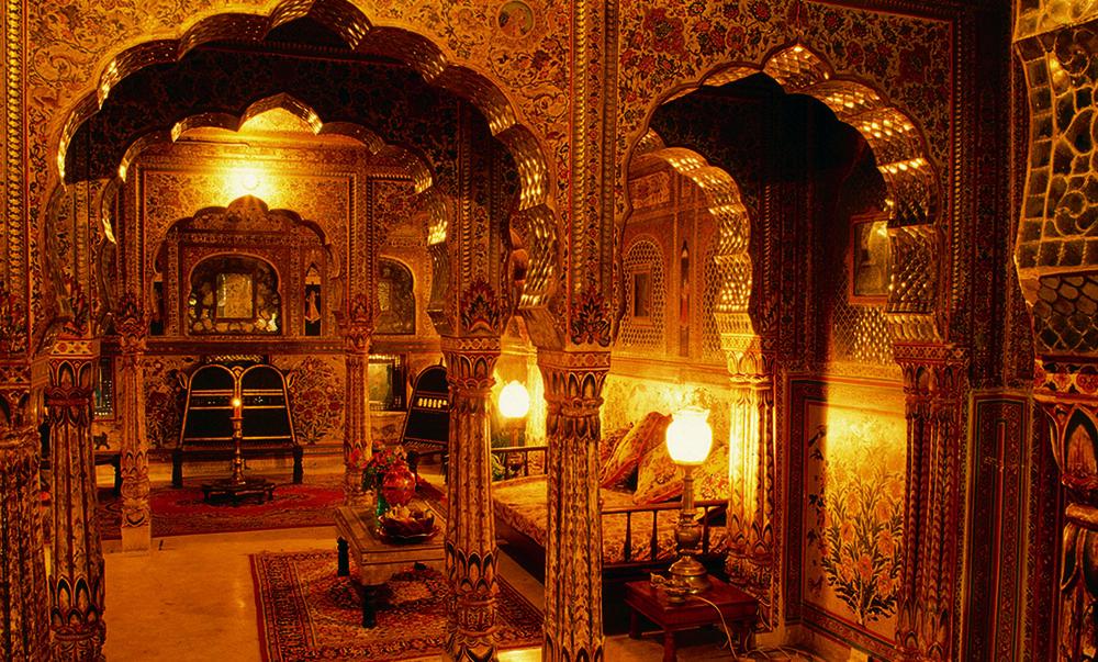 SAMODE-HAVELI-Sheesh-mahal-suite-Jaipur.jpg