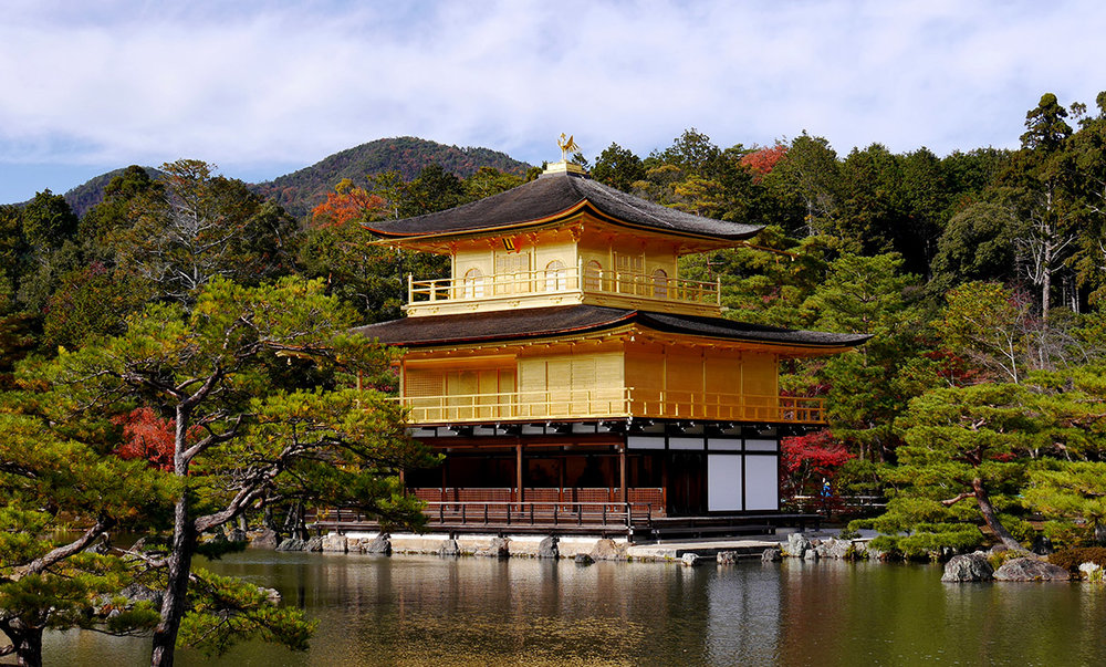 Kinkaku-ji_the_Golden_Temple_in_Kyoto_overlooking_the_lake_-_high_rez.JPG