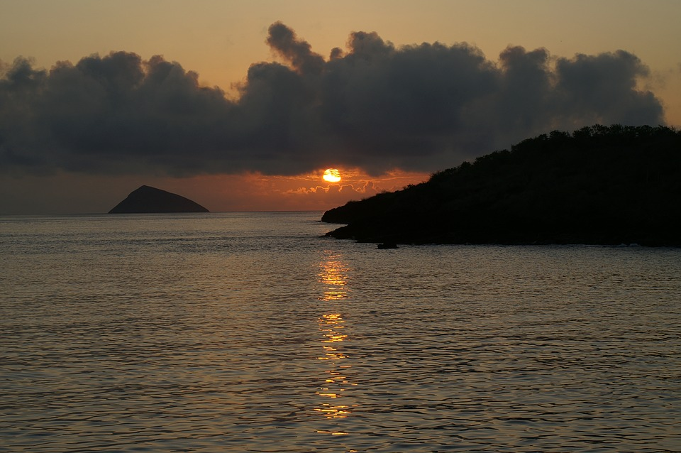 ak-taylor-travel-galapagos-sunset.jpg