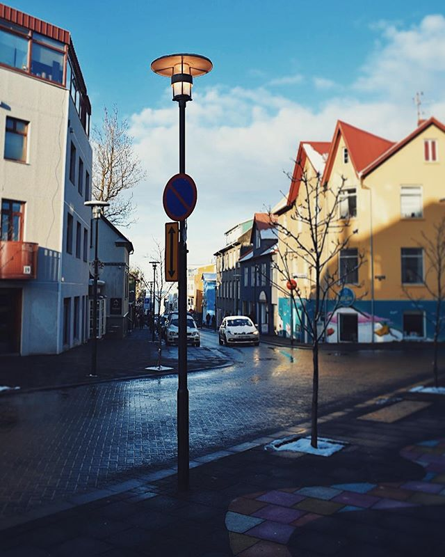 Colorful living. 💛 Reykjavik, Iceland 2017 . #jawphotography #jessicaannwhite #exploringcities #travelphotography #worldtravel #TLPicks @photography.worldtravel #streetphotography #wetstreets #icelandic #snow #winteriscoming #winterishere #adventureawaits #lifeofadventure #travel #colorphotography #colorpop #winterwonderland #iceland #reykjavik #nikon #nikond3400