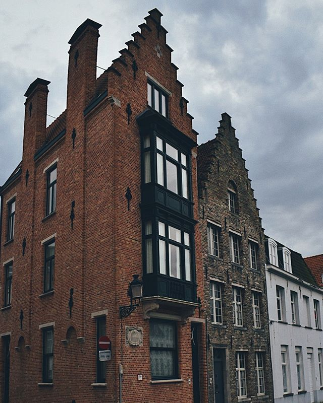 Stormy Skies 🖤 swipe for full photo   Bruges, Belgium .  jawphotography #bruges #brugge #belgium #visitbruges @visitbruges #exploringcities #worldtravel #worldphotography #travelphotography #lifeofadventure #adventureawaits @photography.worldtravel @airbnb #architecture #streetphotography #europetrip #moodyvibes #moodyphotography #crookedhouses #colorphotography #nikon #nikond3400