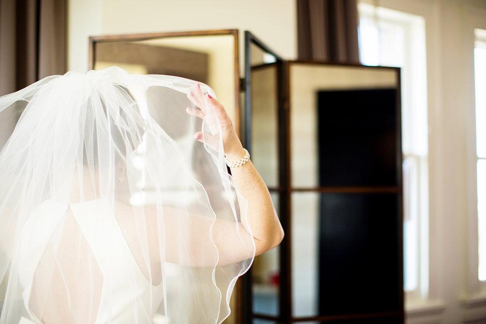 Seriously_Sabrina_Photography_Lexington_Kentucky_21C_Museum_Hotel_Intimate_Wedding10.jpg