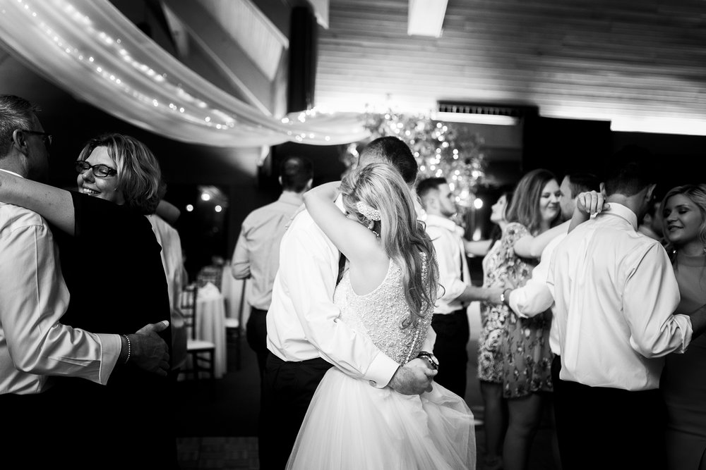 Seriously_Sabrina_Photography_Lexington_Kentucky_Keeneland_Keene_Barn_Wedding_Griffith192.jpg