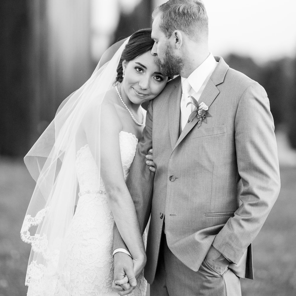 Seriously_Sabrina_Photography_Lexington_Kentucky_Talon_Winery_Wedding_Kjellsen179.jpg