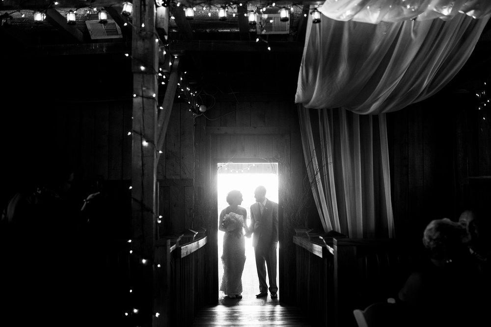 Seriously_Sabrina_Photography_Lexington_Kentucky_Talon_Winery_Wedding_Kjellsen85.jpg