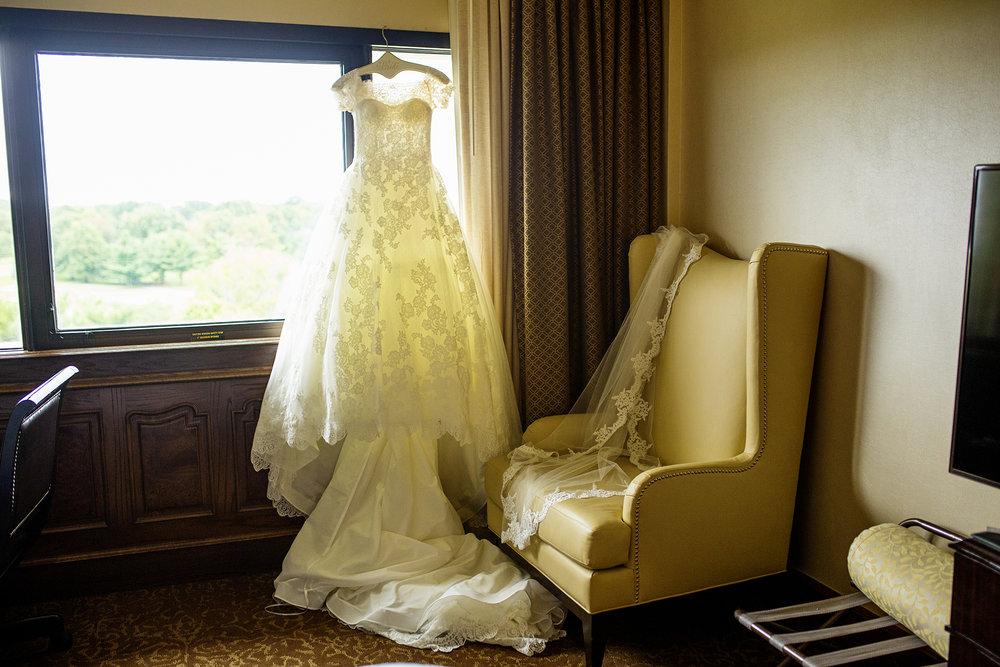 Seriously_Sabrina_Photography_Lexington_Kentucky_Wedding_Marriott_Griffin_Gate_Boersma30.jpg