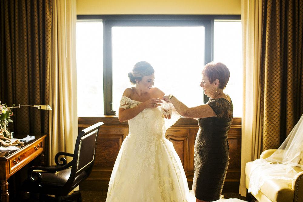 Seriously_Sabrina_Photography_Lexington_Kentucky_Wedding_Marriott_Griffin_Gate_Boersma32.jpg
