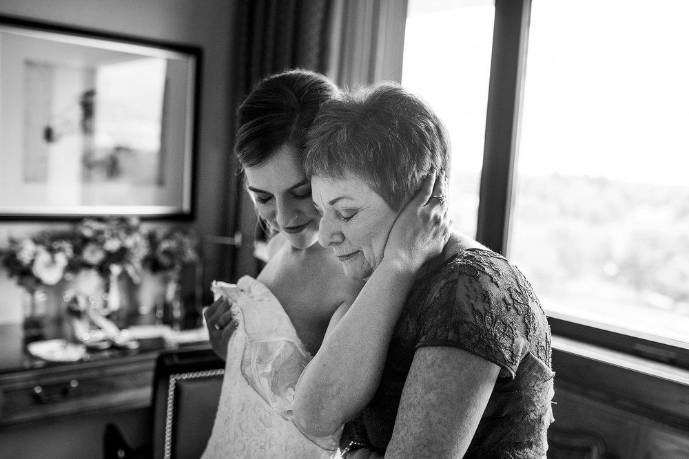 Seriously_Sabrina_Photography_Lexington_Kentucky_Wedding_Marriott_Griffin_Gate_Boersma33.jpg