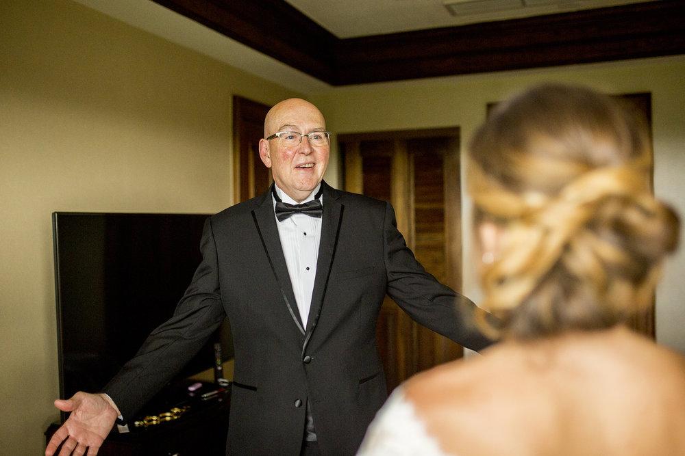 Seriously_Sabrina_Photography_Lexington_Kentucky_Wedding_Marriott_Griffin_Gate_Boersma44.jpg