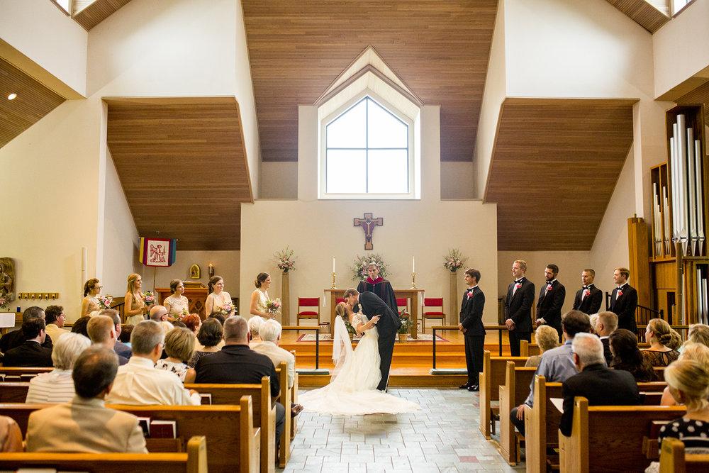 Seriously_Sabrina_Photography_Lexington_Kentucky_Wedding_Marriott_Griffin_Gate_Boersma99.jpg