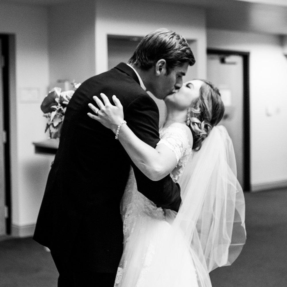 Seriously_Sabrina_Photography_Lexington_Kentucky_Wedding_Marriott_Griffin_Gate_Boersma102.jpg