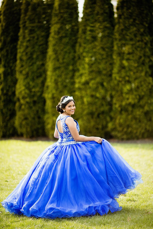 Seriously_Sabrina_Photography_Lexington_Kentucky_Quinceañera_Signature_Club_Mari_Castle5.jpg
