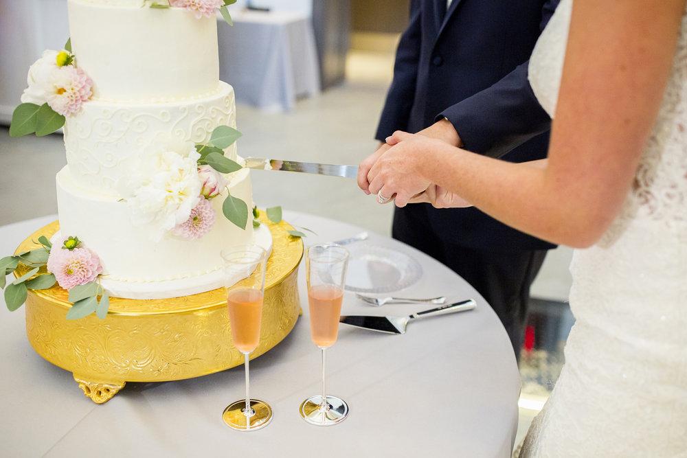 Seriously_Sabrina_Photography_Lexington _Kentucky_Limestone_Hall_Wedding_Rogers92.jpg