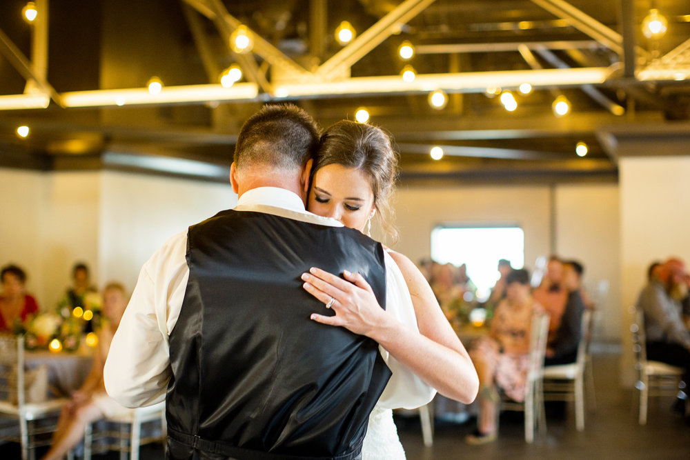 Seriously_Sabrina_Photography_Lexington _Kentucky_Limestone_Hall_Wedding_Rogers105.jpg