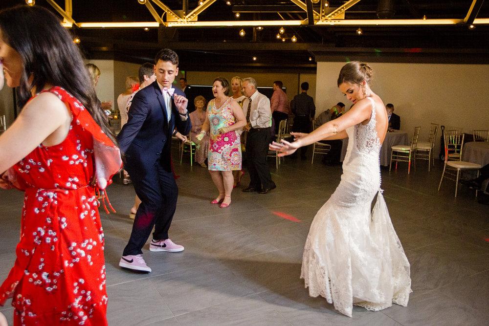 Seriously_Sabrina_Photography_Lexington _Kentucky_Limestone_Hall_Wedding_Rogers109.jpg