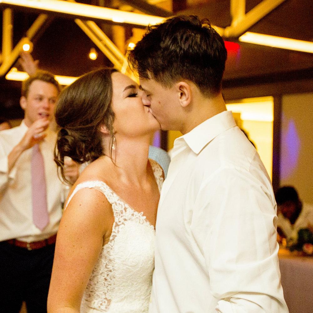 Seriously_Sabrina_Photography_Lexington _Kentucky_Limestone_Hall_Wedding_Rogers164.jpg