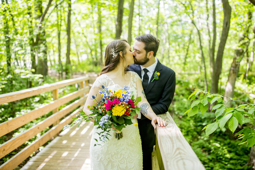 Seriously_Sabrina_Photography_Milwaukee_Wisconsin_Wedding_Schlitz_Audubon_Nature_Center_BrunderRife24.jpg