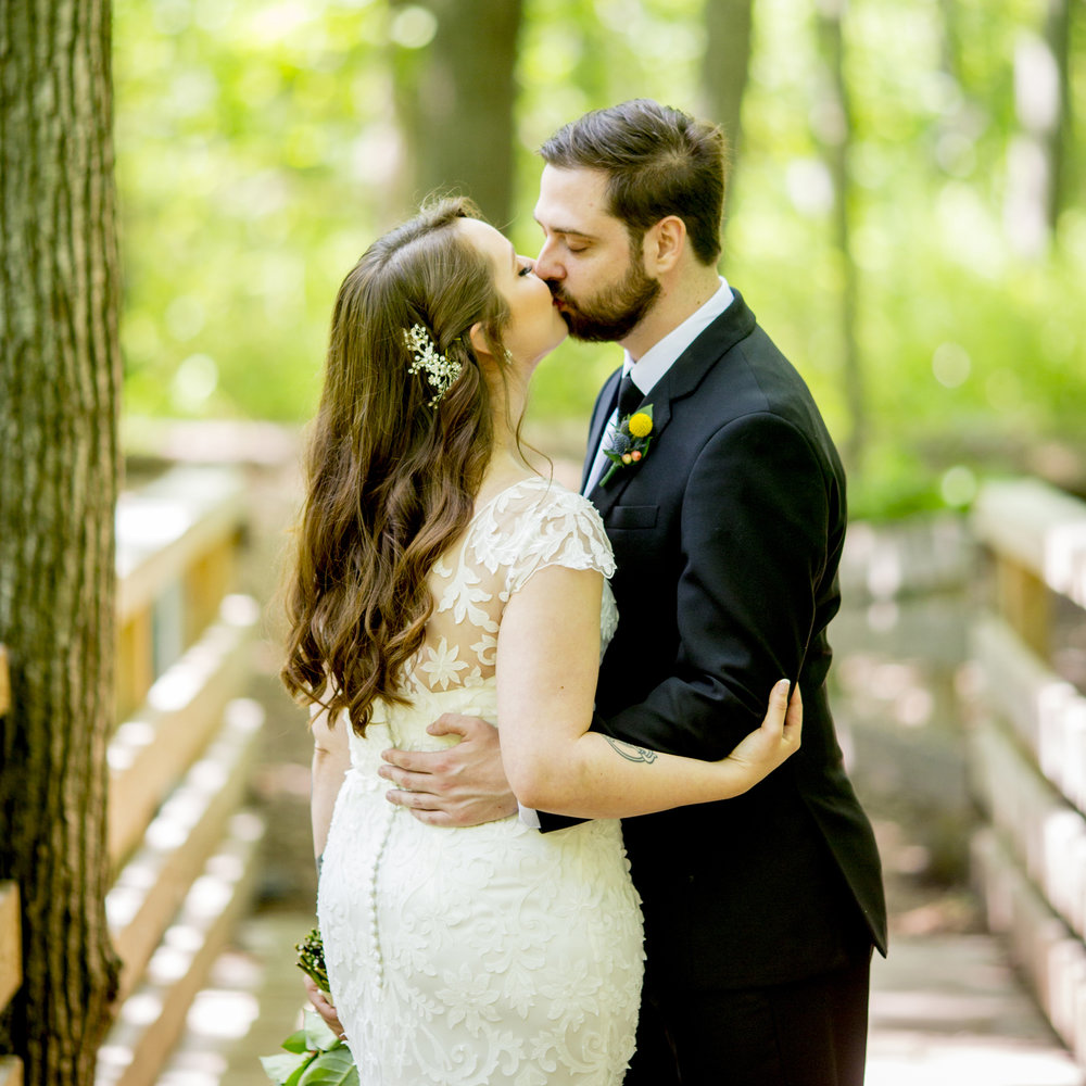 Seriously_Sabrina_Photography_Milwaukee_Wisconsin_Wedding_Schlitz_Audubon_Nature_Center_BrunderRife29.jpg